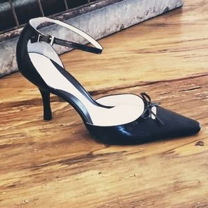 New! Gianni Bini Point Toe Heel